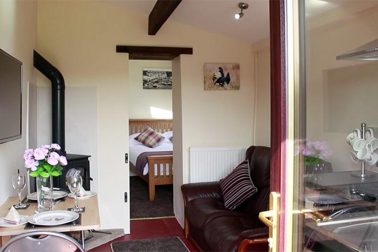 Leekworth Caravan Park Shepherds Cottage - Image 3 - UK Tourism Online
