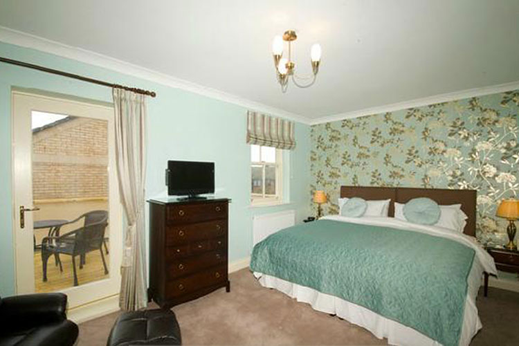 Bow House Guest House - Image 1 - UK Tourism Online
