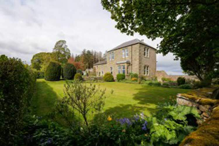 Dunns Houses Farmhouse Bed & Breakfast - Image 1 - UK Tourism Online