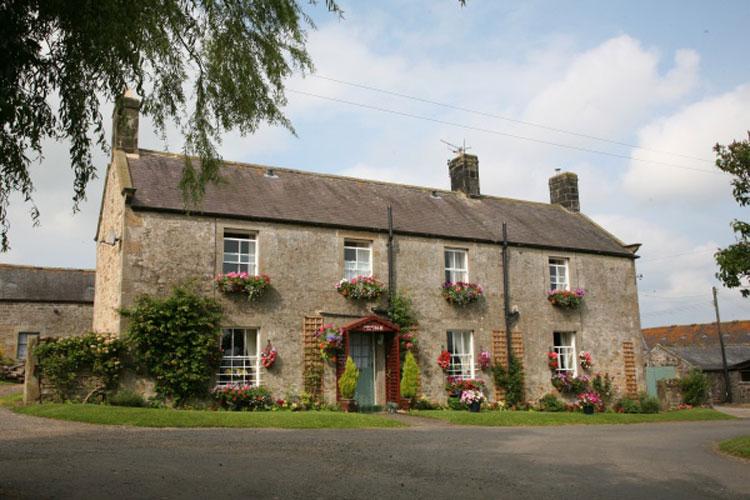 Hallbarns Farmhouse Bed & Breakfast - Image 1 - UK Tourism Online