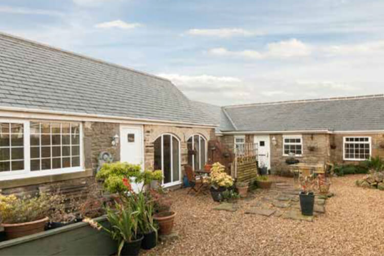 East Byermoor Guest House & Cottages - Image 1 - UK Tourism Online