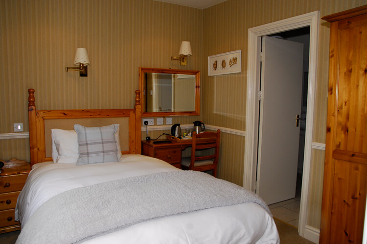 Egerton Arms Country Inn - Image 3 - UK Tourism Online