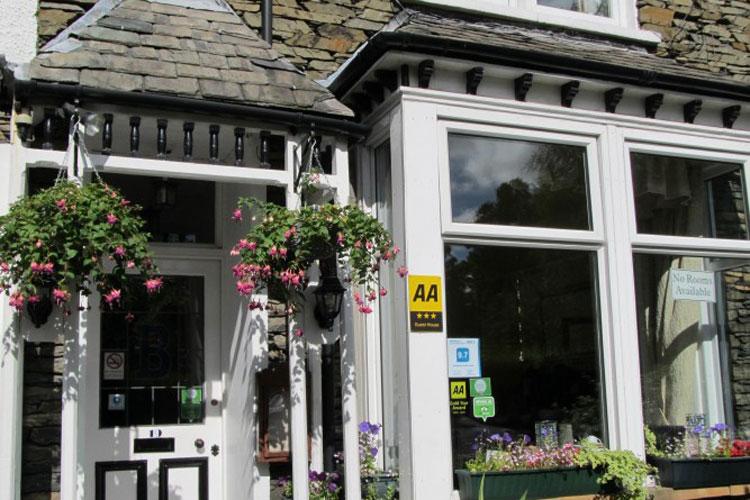 Broadlands Guest House - Image 1 - UK Tourism Online