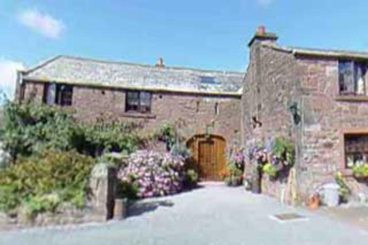 Fairladies Barn Guesthouse & Apartments - Image 1 - UK Tourism Online