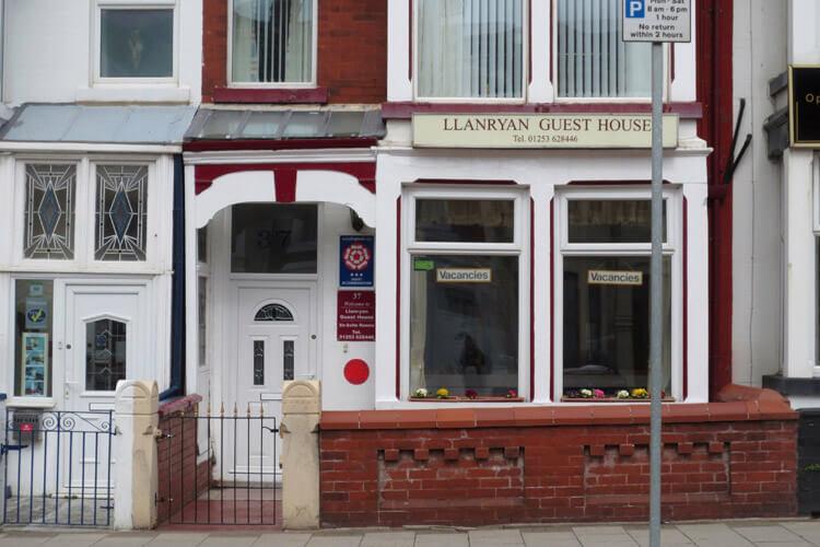 Llanryan Guest House - Image 1 - UK Tourism Online