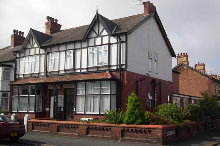 Tudor House - Image 1 - UK Tourism Online