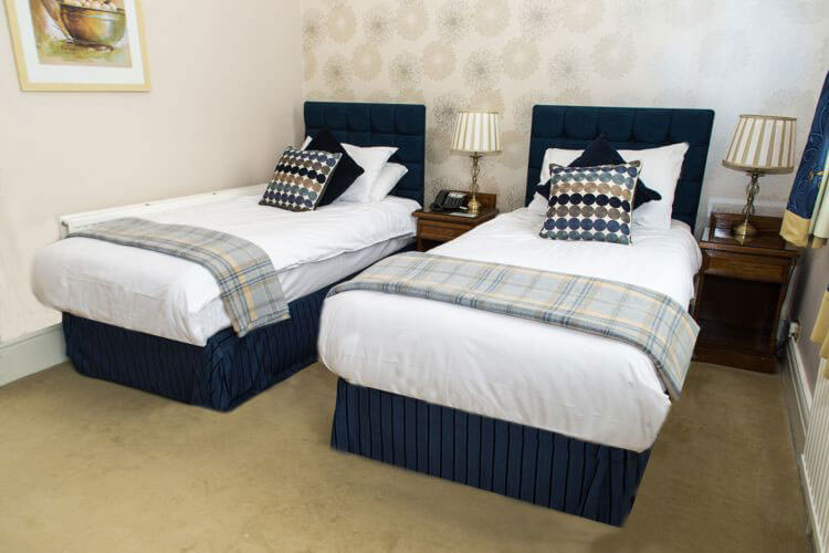 Grove House Hotel - Image 1 - UK Tourism Online