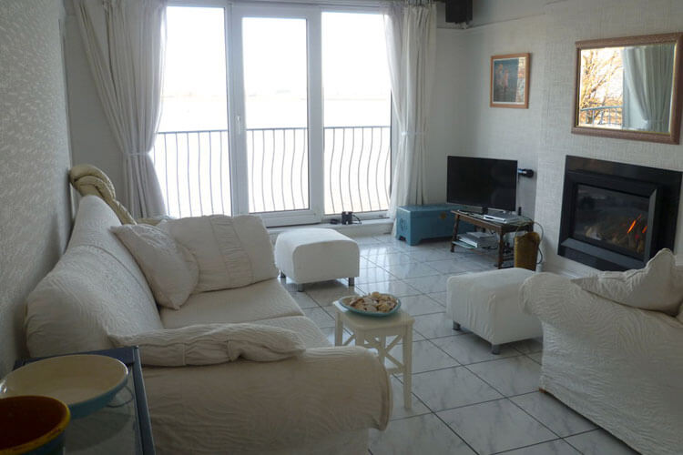 Wirral Holiday Apartment - Image 2 - UK Tourism Online