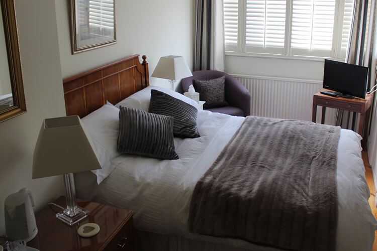 Cranleigh House Bed & Breakfast - Image 1 - UK Tourism Online