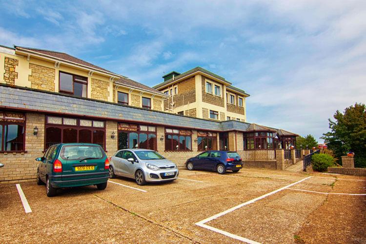 Wight Bay Hotel - Image 1 - UK Tourism Online