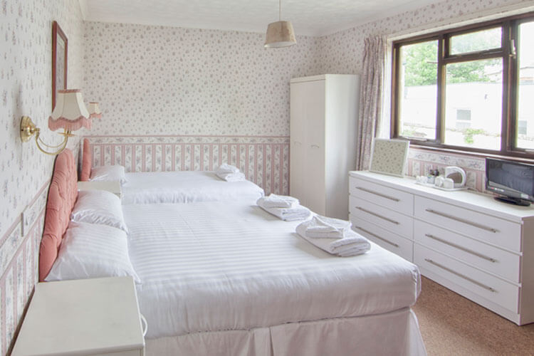Wight Bay Hotel - Image 2 - UK Tourism Online