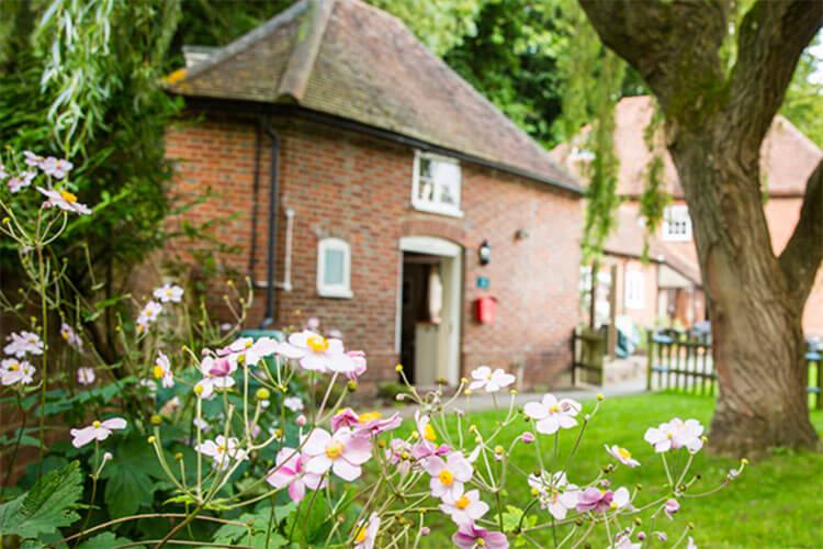 Weir Cottage - Image 1 - UK Tourism Online