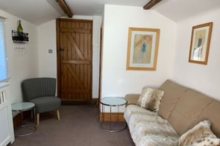 Dragons Lodge Self Catering - Image 3 - UK Tourism Online