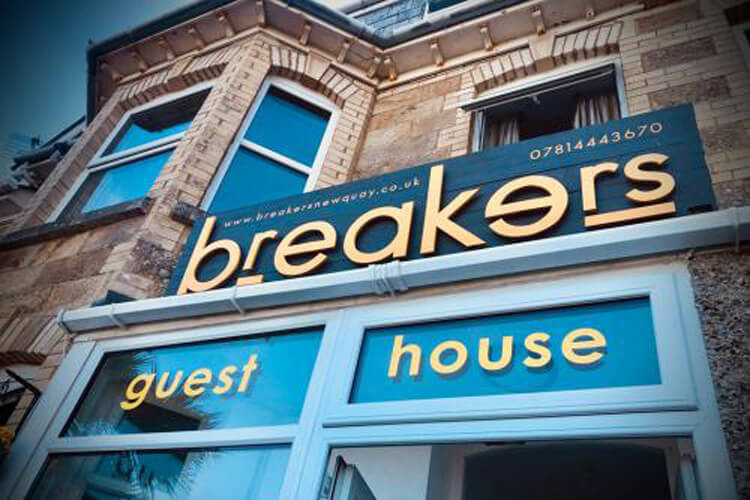 Breakers Guest House - Image 1 - UK Tourism Online