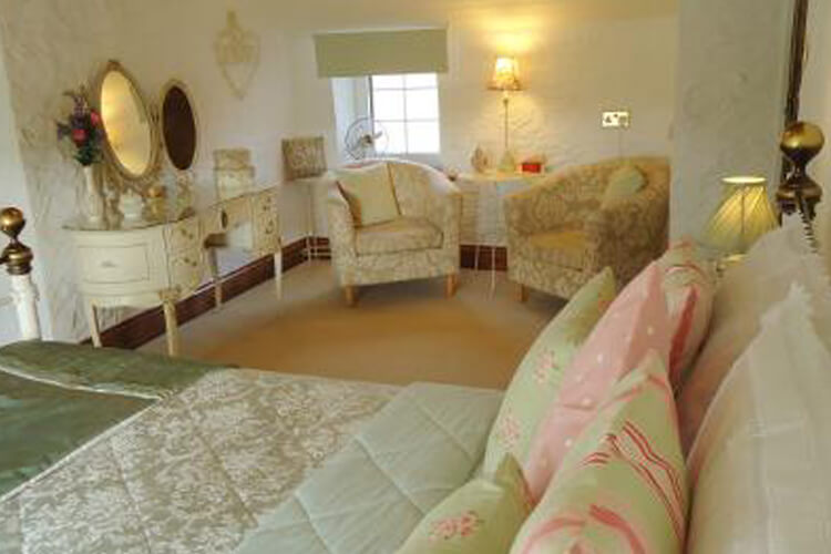 Castle Canyke Farm Bed and Breakfast - Image 2 - UK Tourism Online