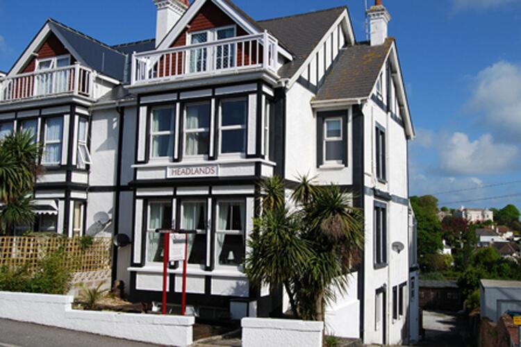 Headlands Guest House - Image 1 - UK Tourism Online
