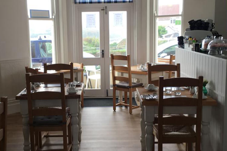 Lazy Waves Bed and Breakfast - Image 2 - UK Tourism Online