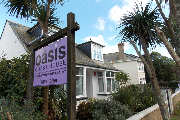 The Oasis Guest House - Image 1 - UK Tourism Online