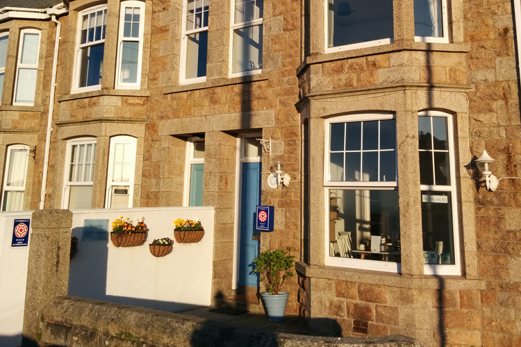 Tregony Guest House - Image 1 - UK Tourism Online