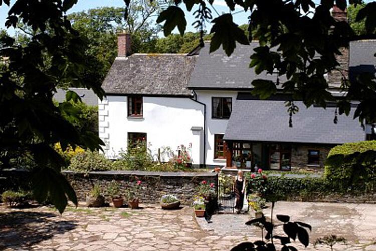 Burton Farmhouse Bed and Breakfast - Image 1 - UK Tourism Online
