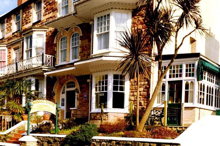 Channel Vista Guest House - Image 1 - UK Tourism Online