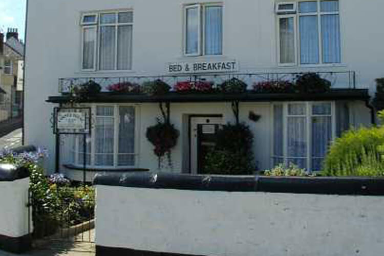 Corner House Bed and Breakfast - Image 1 - UK Tourism Online