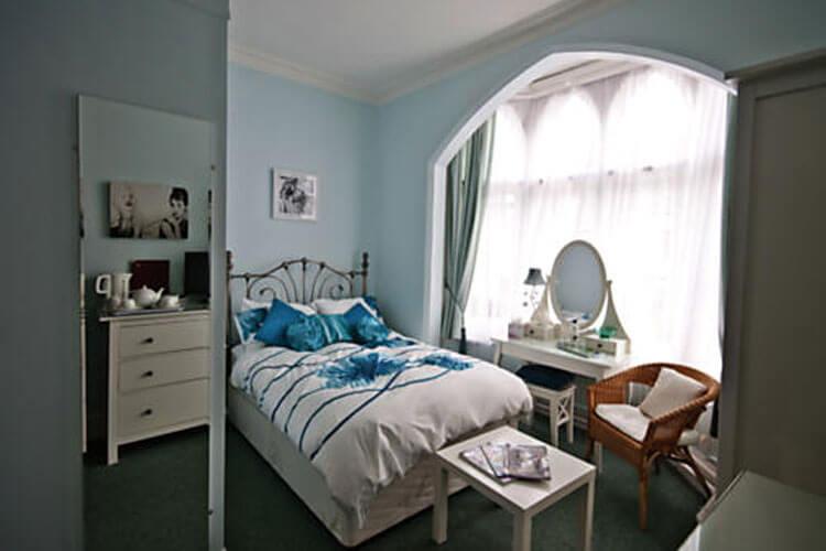 Courtenay House - Image 2 - UK Tourism Online