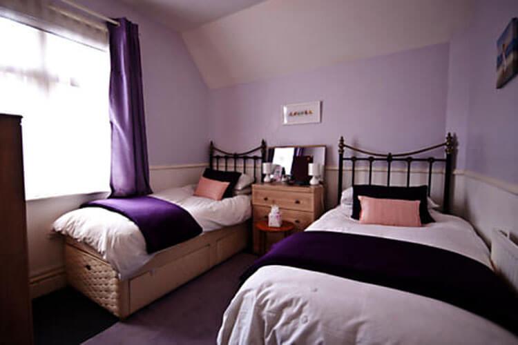 Courtenay House - Image 3 - UK Tourism Online
