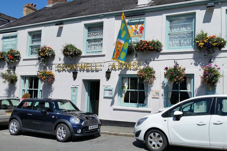 The Cromwell Arms - Image 1 - UK Tourism Online
