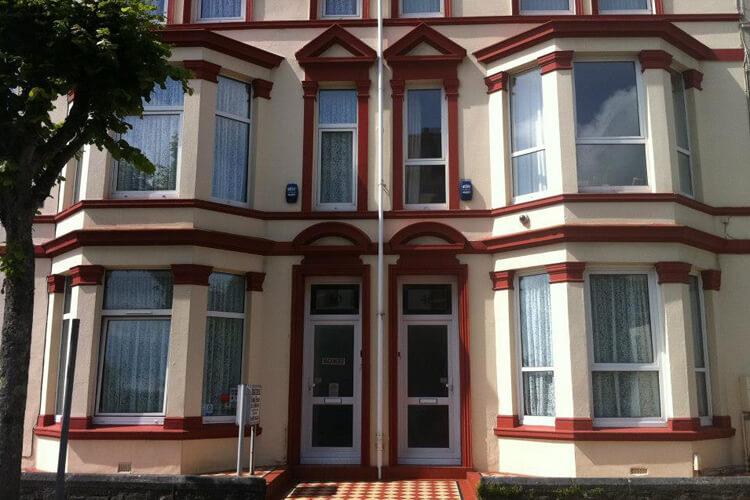 Edgcumbe Guest House - Image 1 - UK Tourism Online