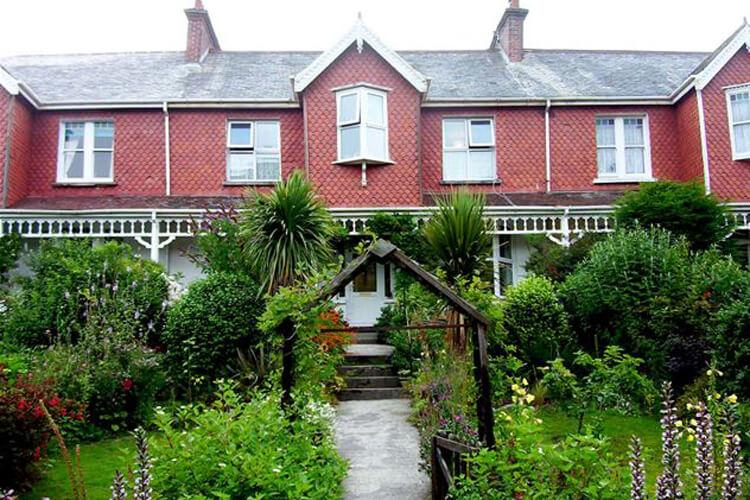 Fontenay Guest House - Image 1 - UK Tourism Online
