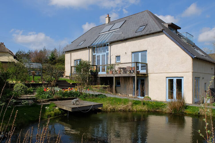 Furzedon Bed and Breakfast - Image 1 - UK Tourism Online