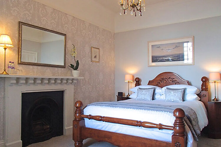 Highcliffe House - Image 2 - UK Tourism Online