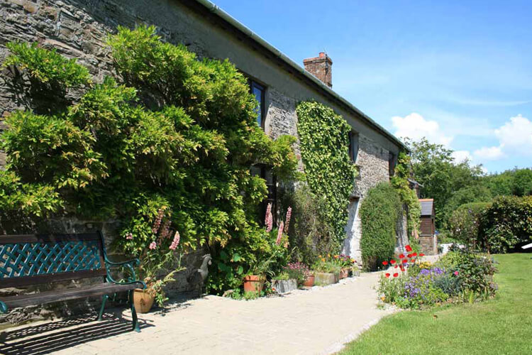 Huxtable Farm Bed and Breakfast - Image 1 - UK Tourism Online
