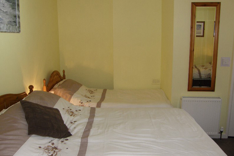 Kingswinford Guest House - Image 3 - UK Tourism Online