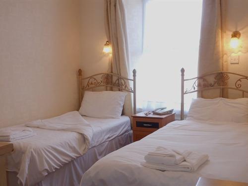 Kynance House - Image 4 - UK Tourism Online