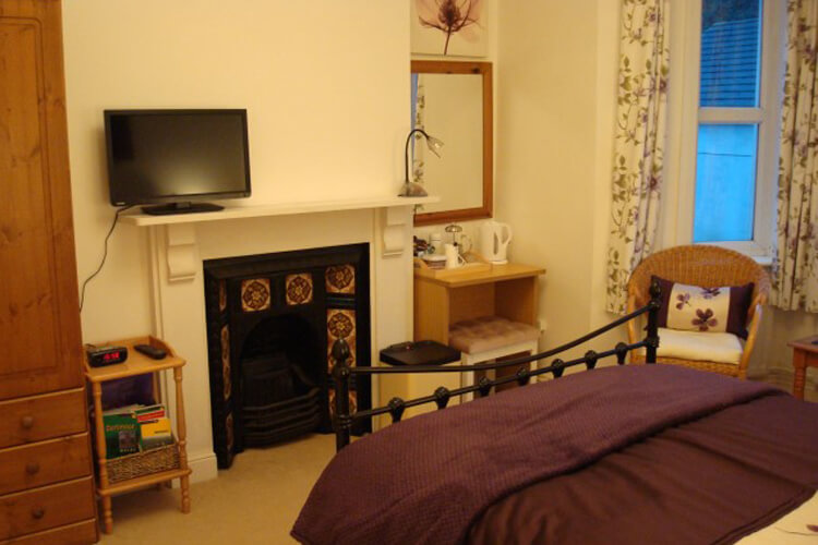 Okeside Cottage Bed and Breakfast - Image 2 - UK Tourism Online