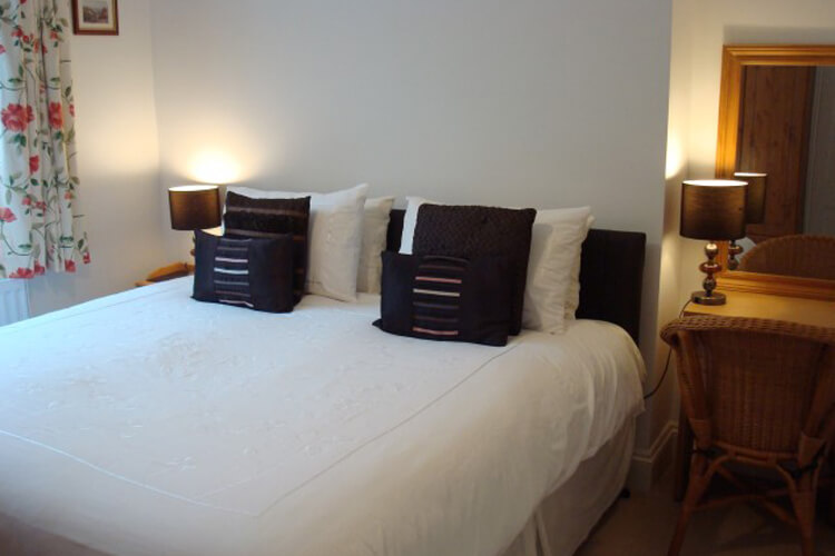 Okeside Cottage Bed and Breakfast - Image 3 - UK Tourism Online