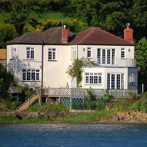 Riverside Cottage Guest House - Image 1 - UK Tourism Online