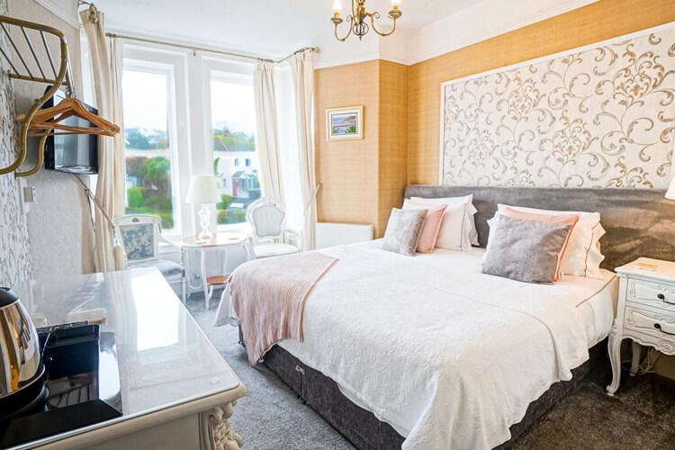 Trefoil Guest House - Image 1 - UK Tourism Online