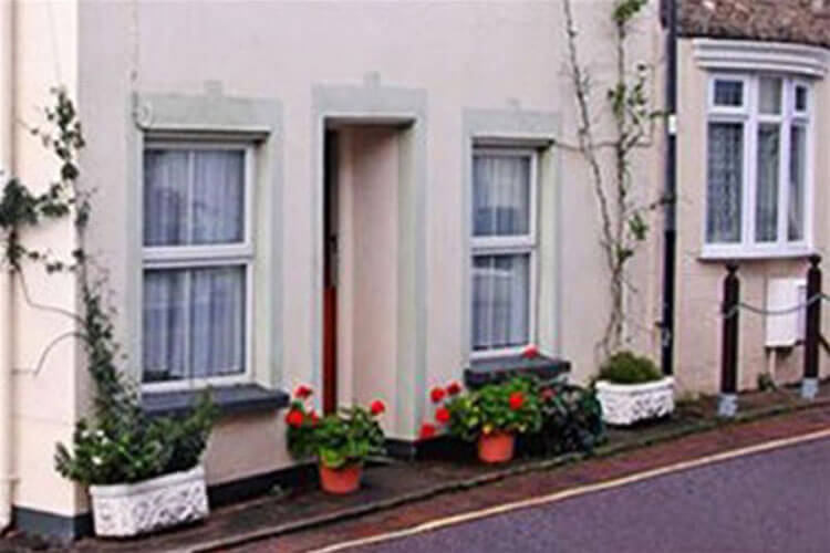 Waters Edge Cottage - Image 1 - UK Tourism Online