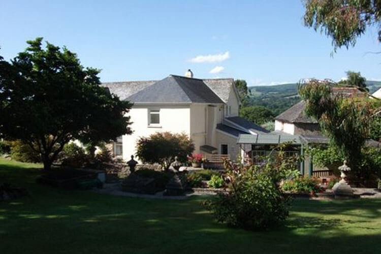 Whitstone Farm Bed and Breakfast - Image 1 - UK Tourism Online