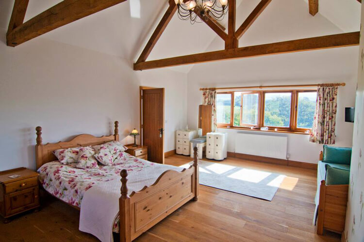 Purbeck Valley Farmhouse - Image 2 - UK Tourism Online