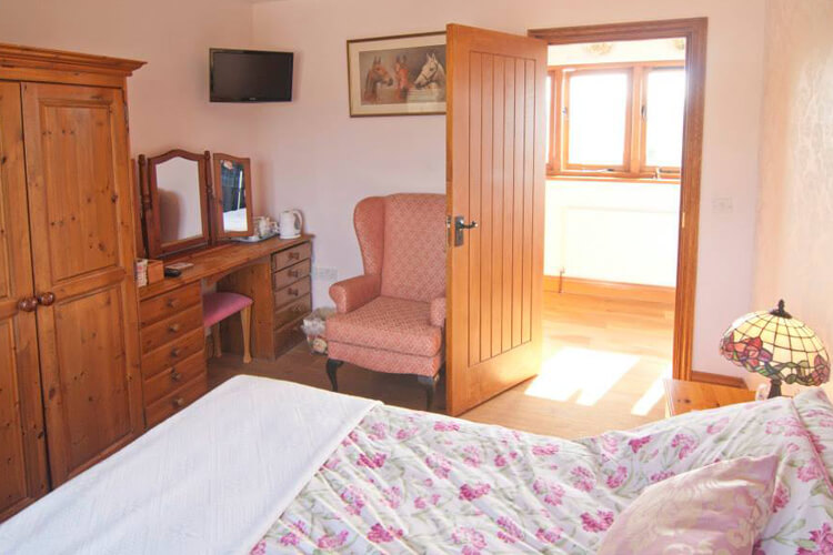 Purbeck Valley Farmhouse - Image 3 - UK Tourism Online
