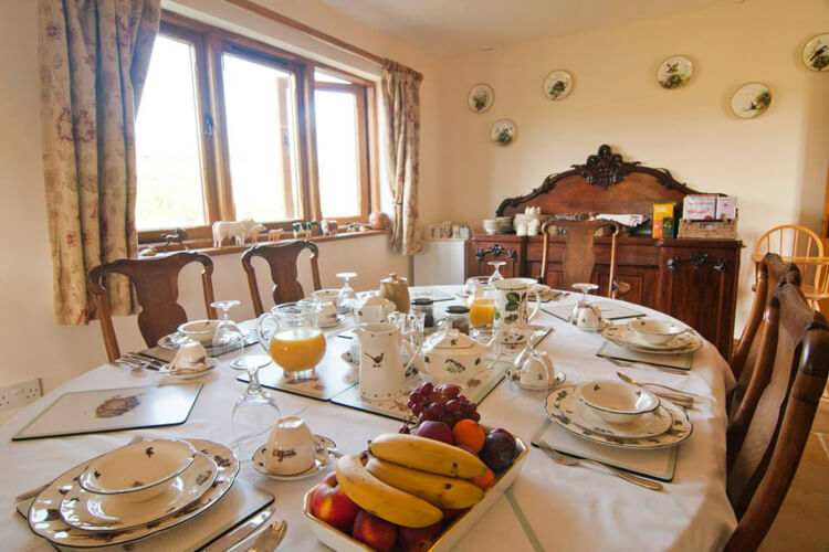 Purbeck Valley Farmhouse - Image 4 - UK Tourism Online