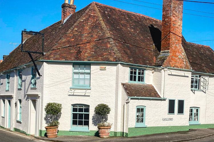 The Fleur De Lys Inn - Image 1 - UK Tourism Online
