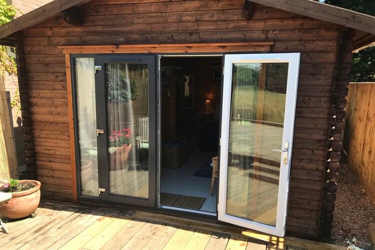 The Log Cabin - Image 4 - UK Tourism Online
