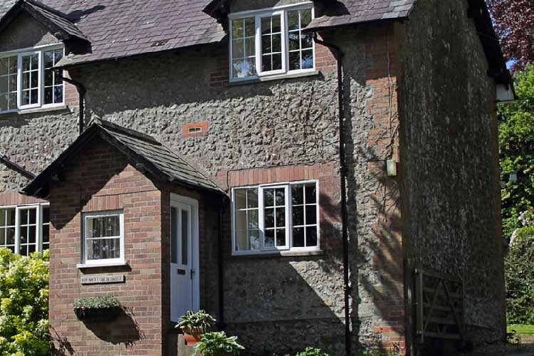 The Old Coach House and Orchard End - Image 1 - UK Tourism Online