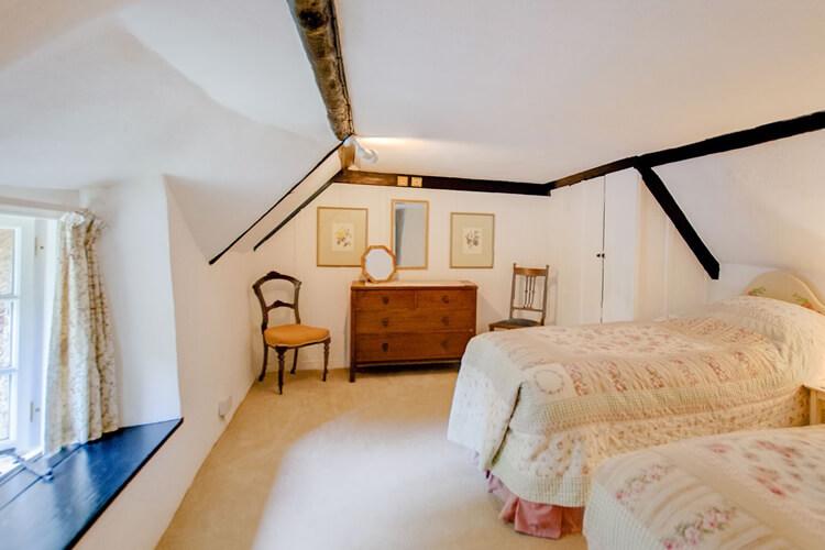 Two Vine Cottage - Image 3 - UK Tourism Online