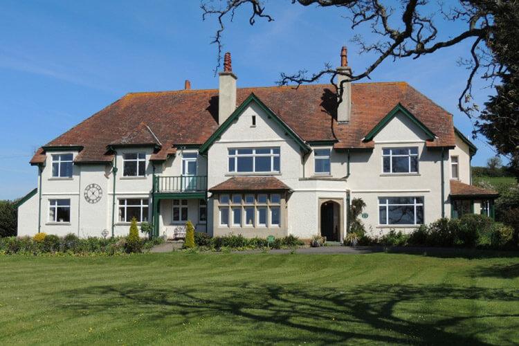 Cedar House - Image 1 - UK Tourism Online